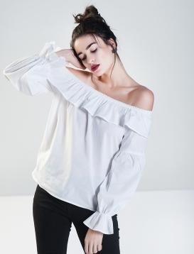 Μπλούζα off-shoulder με βολάν
